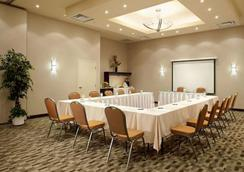 Quality Inn & Suites Brossard - Brossard - Meeting room