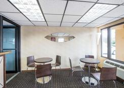 Econo Lodge North - Knoxville - Restaurant