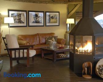 Frans Indongo Lodge - Otjiwarongo - Living room