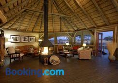 Frans Indongo Lodge - Otjiwarongo - Lounge