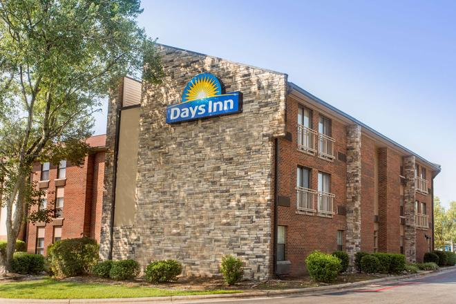 Days Inn by Wyndham Raleigh-Airport-Research Triangle Park - Morrisville - Rakennus