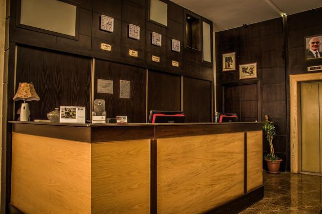 金鑰匙套房飯店 - 安曼 - 櫃檯