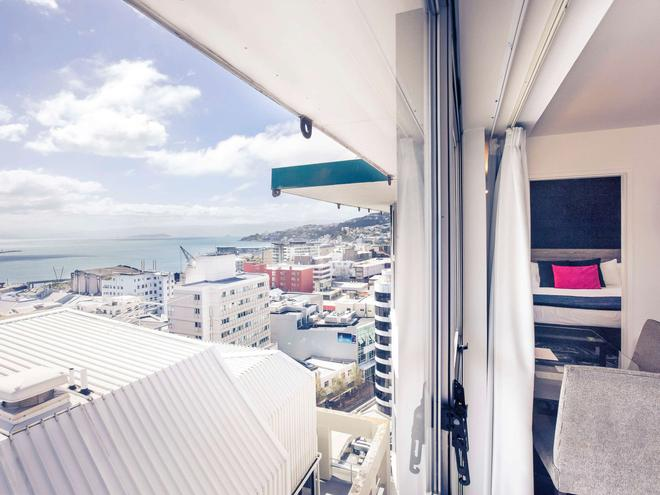 Mercure Wellington Central City - Hotel & Apartments - Wellington - Balcony