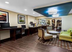 La Quinta Inn By Wyndham Sandusky Near Cedar Point - Sandusky - Lobby