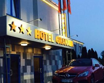 Hotel Granada - Острув-Великопольський - Building