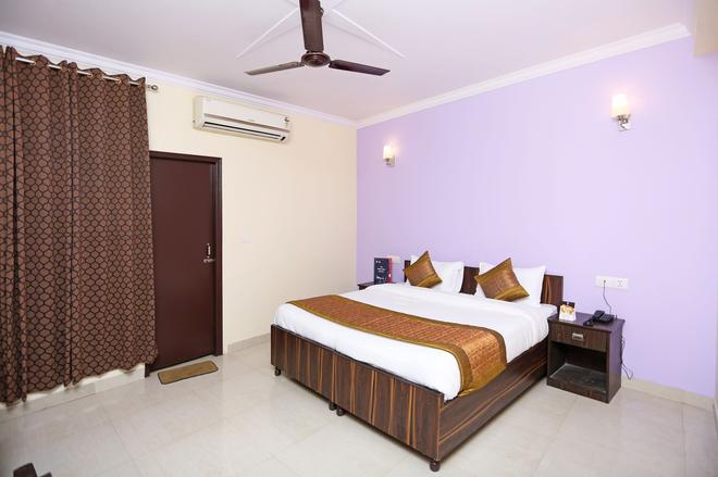 Oyo 8462 Hotel Galaxy - New Delhi - Bedroom