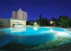 德斯拜恩斯特姆酒店 - 蒙特格羅托泰梅 - 游泳池