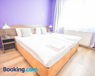 Hotel Turmfalke - Linz - Bedroom