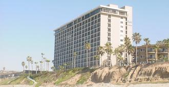 Capri Beach Accommodations - San Diego - Building