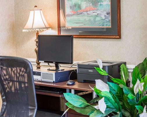 Quality Inn Near Seymour Johnson Afb - Goldsboro - Business centre