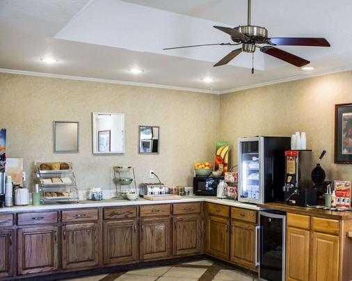 Quality Inn Near Seymour Johnson Afb - Goldsboro - Buffet