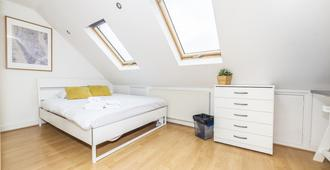 Lingwell Concept By Allô Housing - London - Bedroom