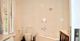 Barnard St Cottage - Bendigo - Bathroom