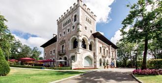Castillo Del Bosque La Zoreda - Oviedo