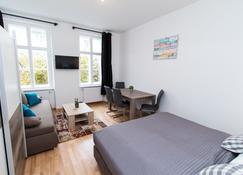 Checkvienna - Apartment Familienplatz - Vienna - Bedroom