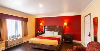 Econo Lodge Long Beach I-405 - Long Beach - Bedroom