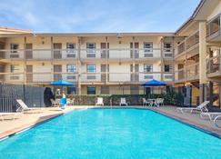 Baymont Inn & Suites Marietta/Atlanta North - Marietta - Pool