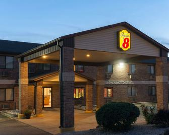 Super 8 by Wyndham Farmington - Farmington - Building