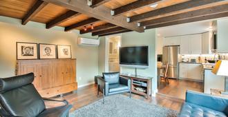 New Luxury Cottage In East Sac Walk & Bike To Mckinley Park, Midtown & Downtown - Sacramento - Wohnzimmer