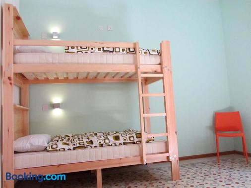 Corner Hostel - Sliema - Bedroom