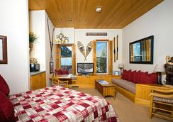 Independence Square Lodge By Frias - Aspen - Bedroom