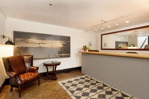 Independence Square Lodge By Frias - Aspen - Front desk