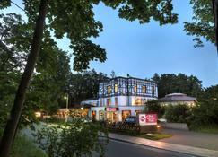 Best Western Plus Ostseehotel Waldschlösschen - Prerow - Gebäude