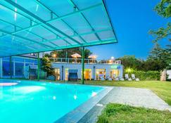 Best Western Plus Ostseehotel Waldschlösschen - Prerow - Pool