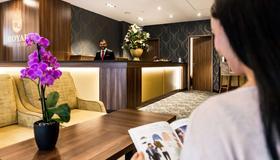 貝斯特韋斯特普拉斯皇家套房飯店 - 萊比錫 - 櫃檯