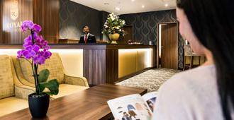 Best Western Plus Royal Suites - Leipzig - Front desk