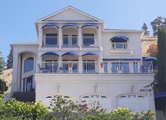 Lake View House - Kelowna - Building