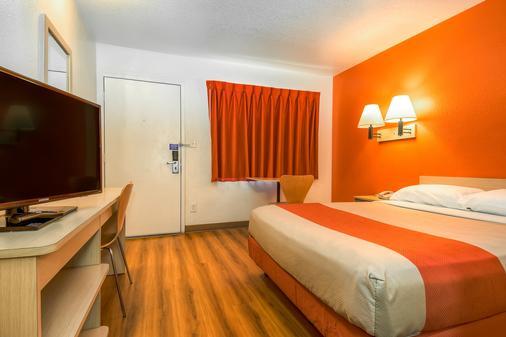 Motel 6 Corona - Corona - Bedroom