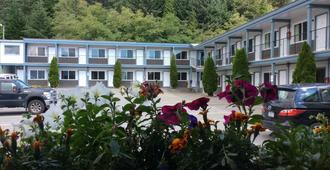 Chalet Motel - Kitimat - Building