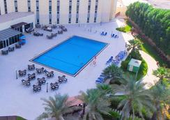 Bin Majid Acacia Hotel And Apartments - Ras Al Khaimah - Πισίνα