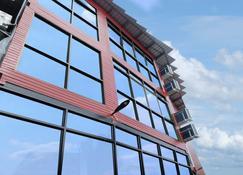 A Plus Deluxe Hotel - Ko Lipe - Building