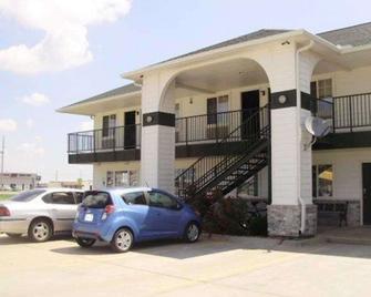 Rodeway Inn Goddard - Goddard - Building