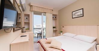 伊萊里公寓飯店 - 切什梅 - 臥室