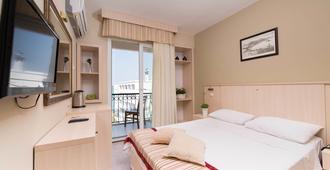 İleri Hotel & Apartments - צזמה - חדר שינה