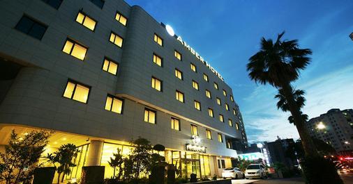 Amber Hotel Jeju - Jeju City - Building
