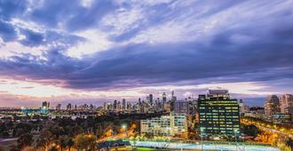 View Melbourne (Melbourne Parkview Hotel) - Melbourne - Outdoors view