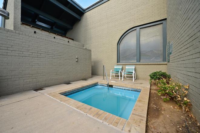 Americas Best Value Inn & Suites Extended Stay Tulsa - Tulsa - Pool