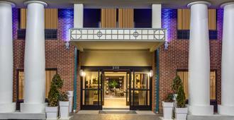 Holiday Inn Express Hotel & Suites Greensboro - East, An IHG Hotel - Greensboro - Building