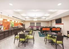 La Quinta Inn & Suites by Wyndham Houston Bush Intl Airpt E - Humble - Restaurant