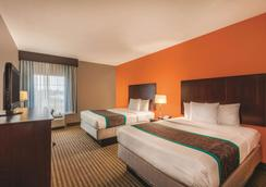 La Quinta Inn & Suites by Wyndham Houston Bush Intl Airpt E - Humble - Bedroom