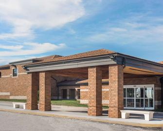 Baymont by Wyndham Copley Akron - Akron - Edificio