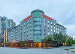 Hilton Garden Inn Chicago North Shore/Evanston - Evanston - Building
