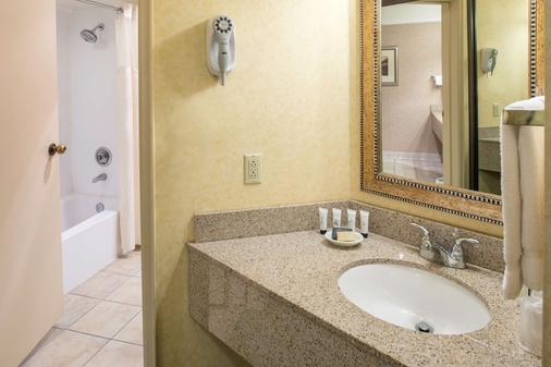 Red Lion Hotel And Conference Center Pasco - Pasco - Bathroom
