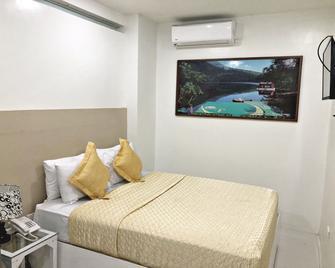 Villa Rosita Hotel - Naga City - Bedroom