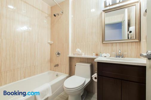 Grandview Hotel New York - Queens - Bathroom