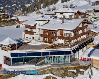 Hotel Burgstein - alpin & lifestyle - Ленгенфельд - Building